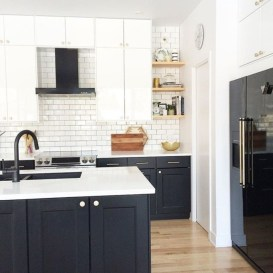 Stylist and elegant black and white kitchen ideas 10