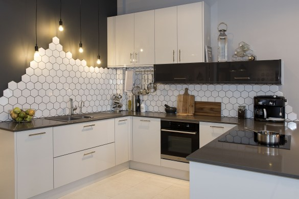 Stylist and elegant black and white kitchen ideas 17