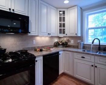 Stylist and elegant black and white kitchen ideas 20