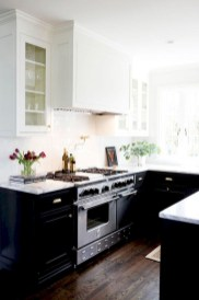 Stylist and elegant black and white kitchen ideas 32