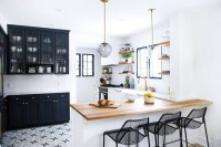 Stylist and elegant black and white kitchen ideas 46