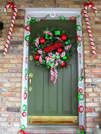 06-candy-cane-land-christmas-decor-idea-homebnc-768x1024
