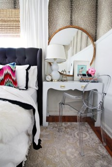 Adorable round mirror designs to brighten up your small space 36