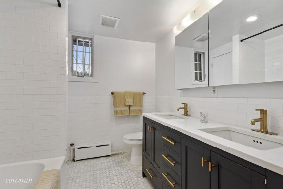 Unique honeycomb tile to give your bathroom a new look 38