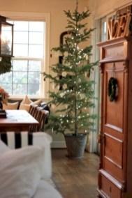 Adorable farmhouse christmas decor ideas 21