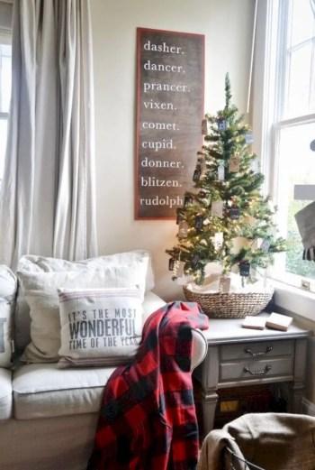 Adorable farmhouse christmas decor ideas 24