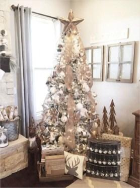 Adorable farmhouse christmas decor ideas 26