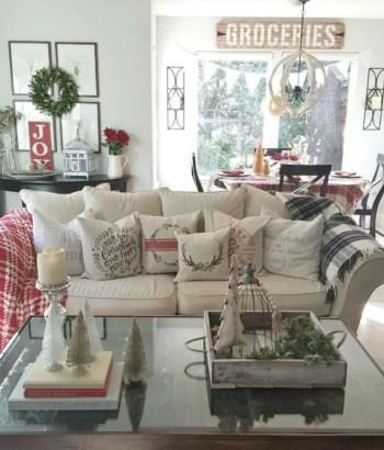 Adorable farmhouse christmas decor ideas 27