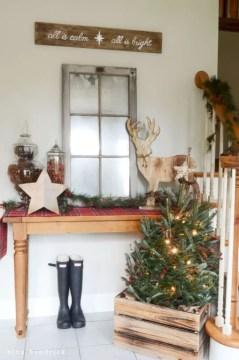 Adorable farmhouse christmas decor ideas 37