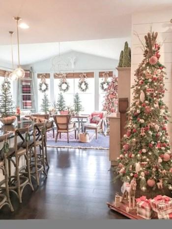 Adorable farmhouse christmas decor ideas 47
