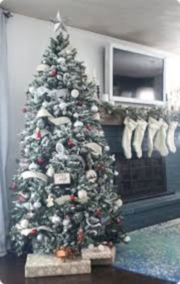Awesome silver and white christmas tree decorating ideas 02