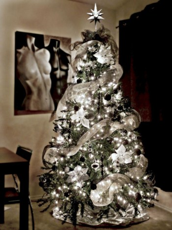 Awesome silver and white christmas tree decorating ideas 05