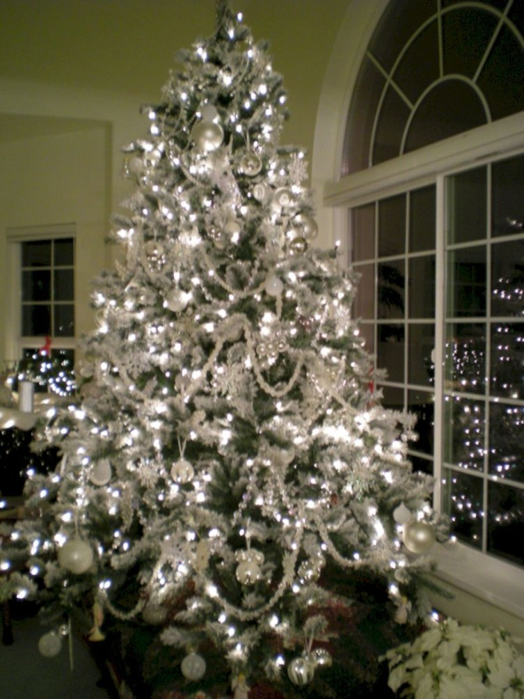 Awesome silver and white christmas tree decorating ideas 16