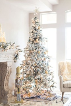 Awesome silver and white christmas tree decorating ideas 32