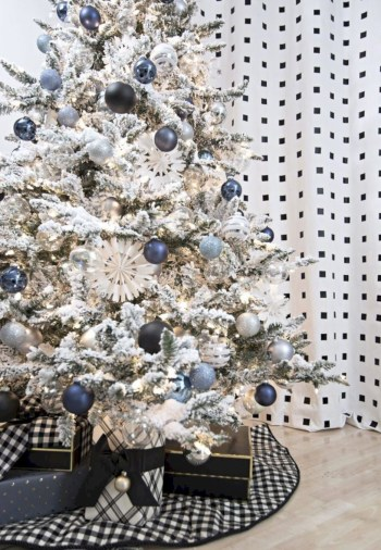 Awesome silver and white christmas tree decorating ideas 43