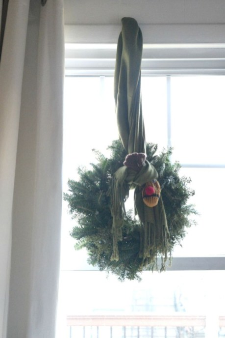 Beautiful christmas decor for small space 44
