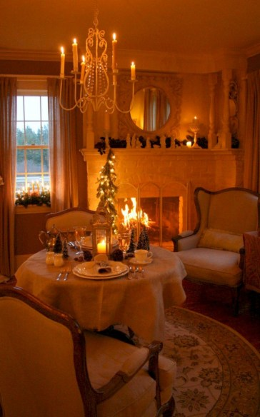Beautiful winter table decoration ideas for a romantic dinner 17
