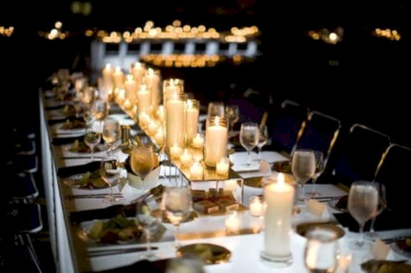 Beautiful winter table decoration ideas for a romantic dinner 28