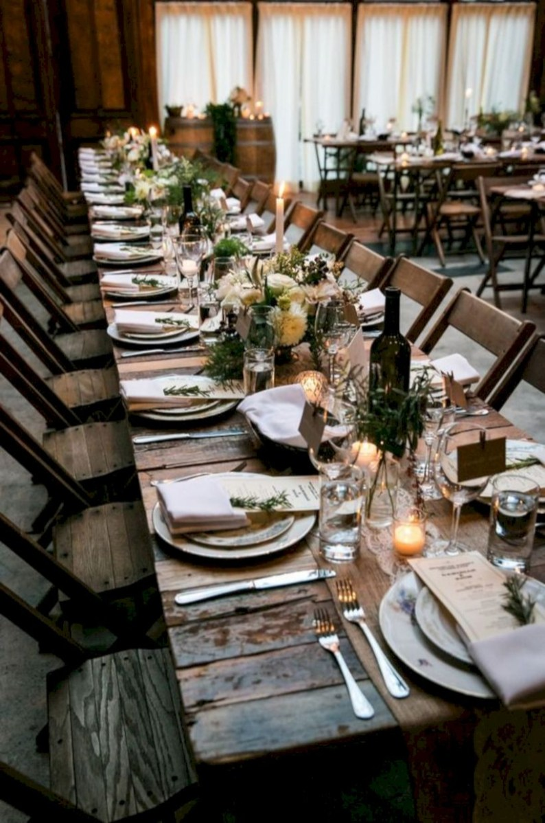 Beautiful winter table decoration ideas for a romantic dinner 34
