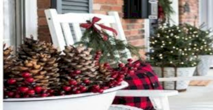 Easy christmas decor ideas for your door 02
