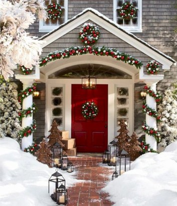 Easy christmas decor ideas for your door 09