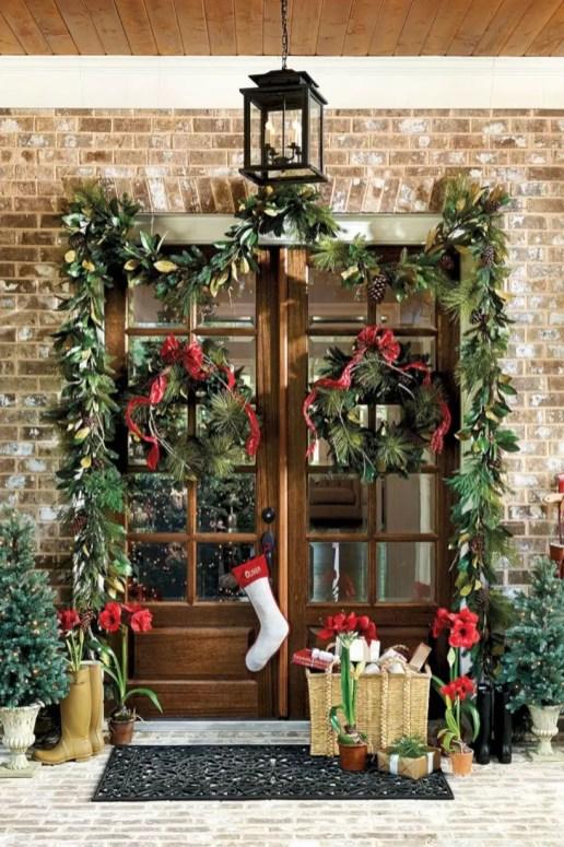 Easy christmas decor ideas for your door 12