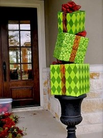 Easy christmas decor ideas for your door 24