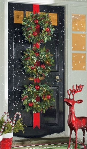 Easy christmas decor ideas for your door 25