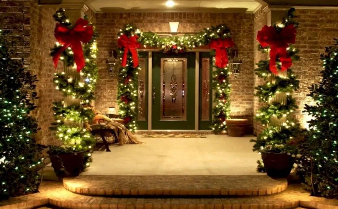Easy christmas decor ideas for your door 27