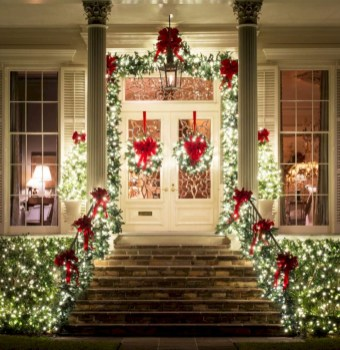 Easy christmas decor ideas for your door 28