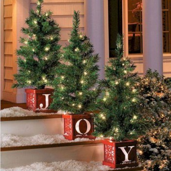 Easy christmas decor ideas for your door 30