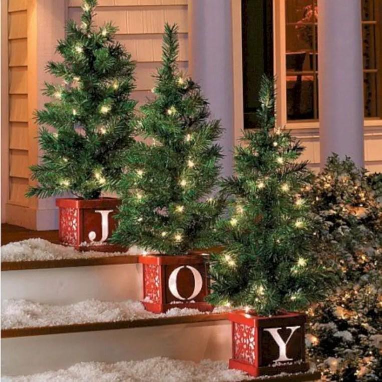 Easy christmas decor ideas for your door 30