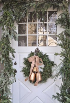 Easy christmas decor ideas for your door 31