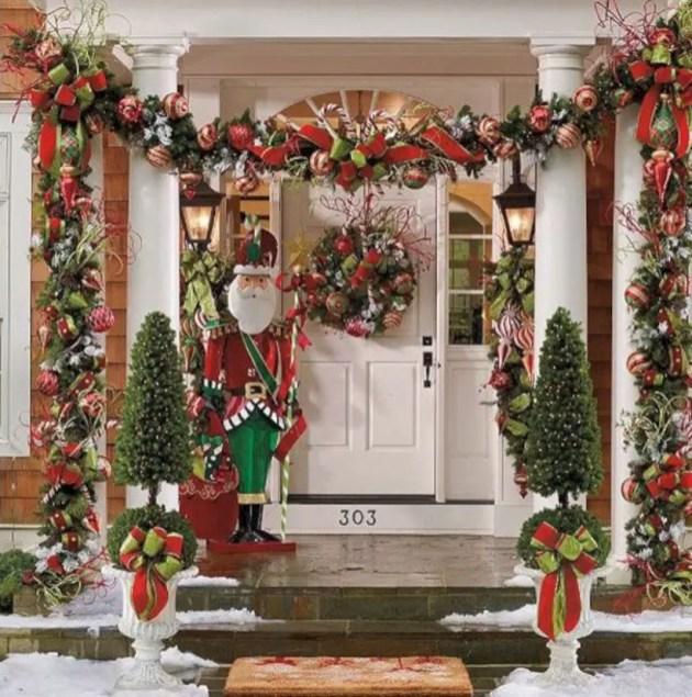 Easy christmas decor ideas for your door 32