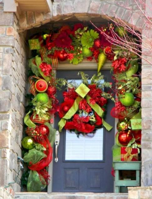 Easy christmas decor ideas for your door 36