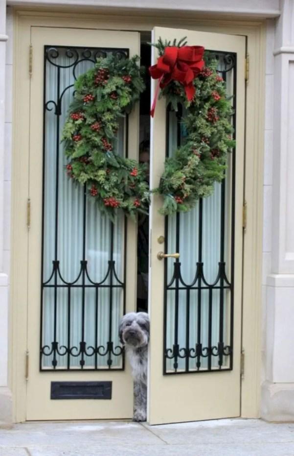 Easy christmas decor ideas for your door 37