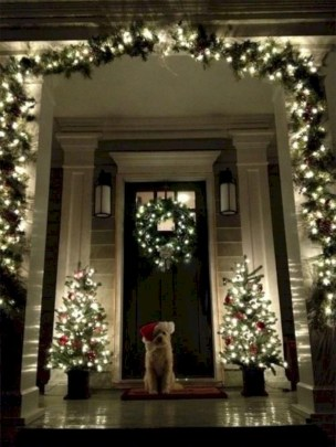 Easy christmas decor ideas for your door 40