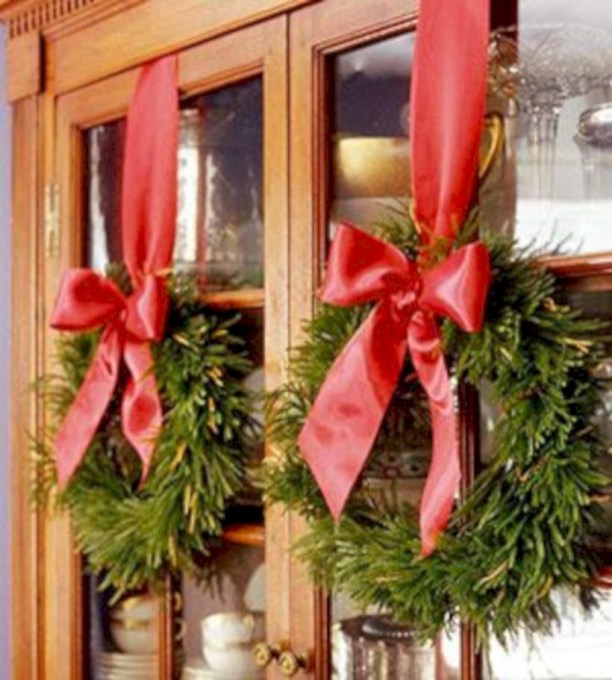 Easy christmas decor ideas for your door 42
