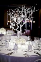 Easy winter centerpiece decoration ideas to try 17