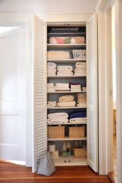 Ways to organizing your chaotic linen closet 17