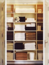 Ways to organizing your chaotic linen closet 35