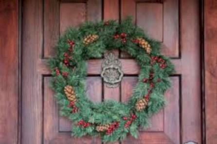 Winter christmas wreath to compliment your door 02