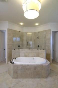 Cozy master bathroom decor ideas 31