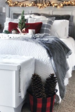 Cozy and beautiful bedroom for winter decor ideas 09