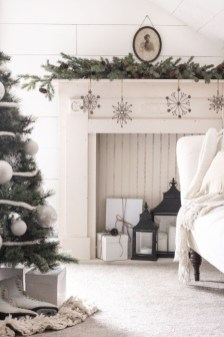 Cozy and beautiful bedroom for winter decor ideas 17