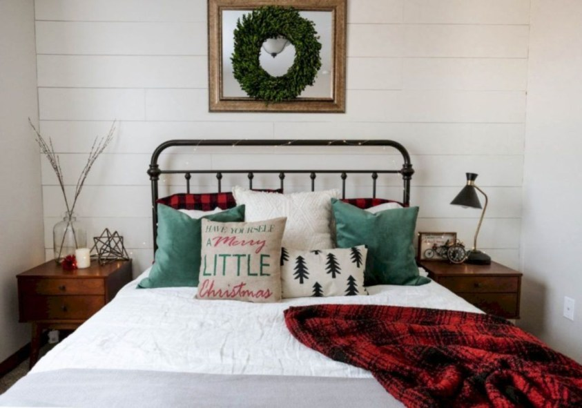 Cozy and beautiful bedroom for winter decor ideas 20