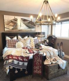 Cozy and beautiful bedroom for winter decor ideas 47
