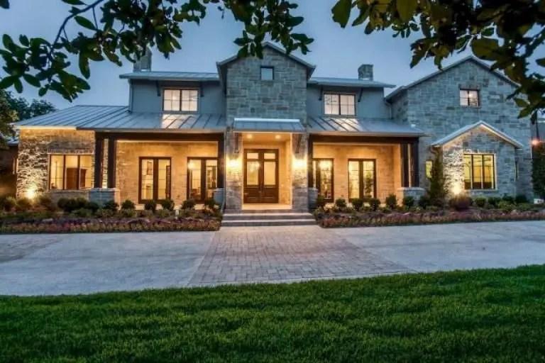 Modern farmhouse exterior design ideas 16