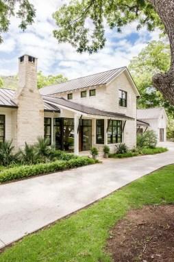 Modern farmhouse exterior design ideas 30