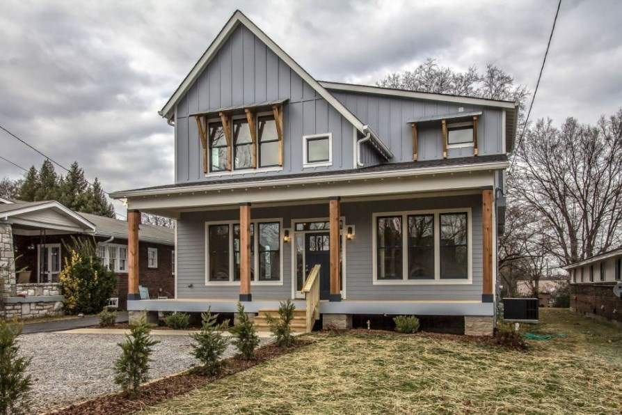 Modern farmhouse exterior design ideas 31